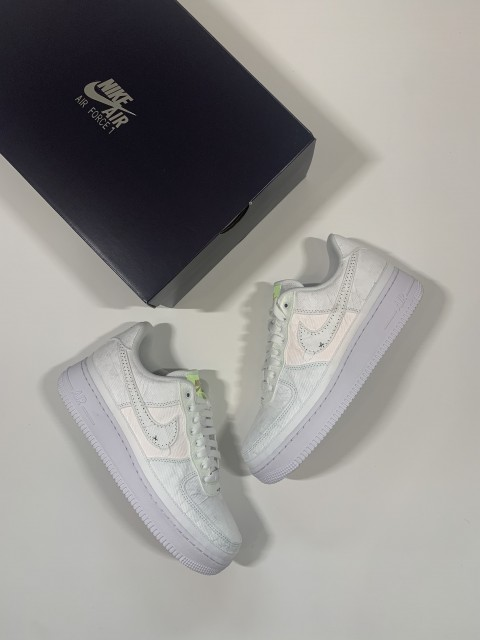 Nike Air Force 1 Low Reveal Tear-Away Arctic Punch